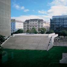 <p>The MAK-Terrace Plateau in Vienna designed by Peter Noever (© 1991–1993 Peter Noever)</p>