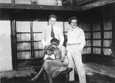 Clockwise from top left: Richard Neutra, R.M. Schindler, Dione Neutra, and Dion Neutra, in 1928 at the Kings Road house designed by Rudolf M. Schindler (Archive: FOSH – Friends of Schindler House)